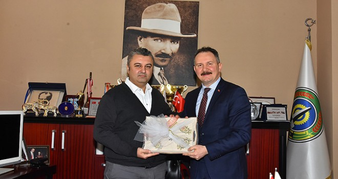 AK Parti'li Mestan Özcan'dan Başkan Ulaş Yurdakul'a Ziyaret