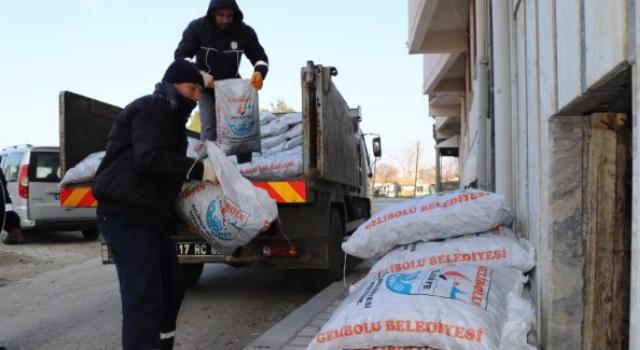 Gelibolu Belediyesinden 215 Aileye Yakacak Yardımı