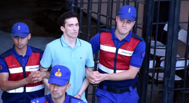 Sınırı geçen Yunan askerlerinin kıyafetleri iade edildi