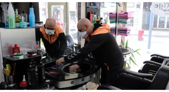 Edirne'de berber ve kuaförlerin açılış hazırlığı