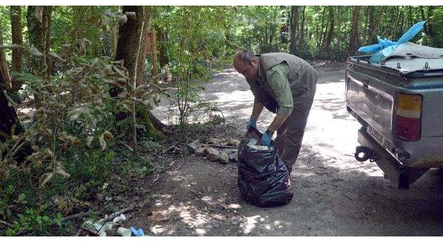 Longoz Ormanları'nda bir kamyon çöp toplandı
