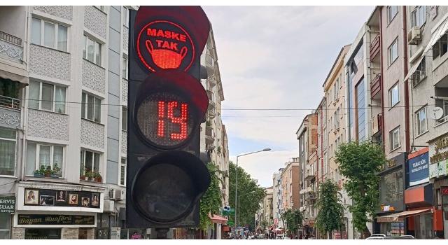Lüleburgaz'da trafik ışıklarıyla 'Maske Tak' çağrısı