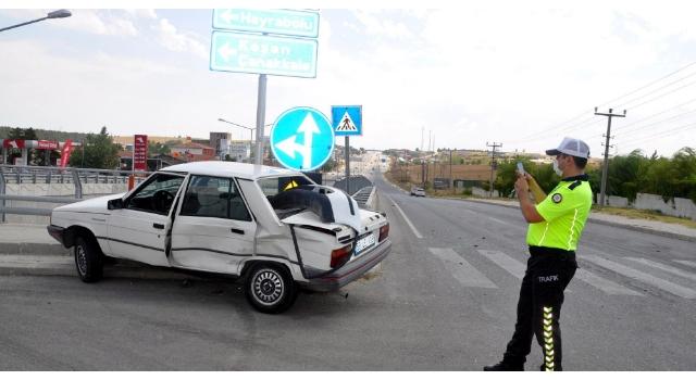 Malkara'da çarpışan 2 otomobilin sürücüleri yaralandı
