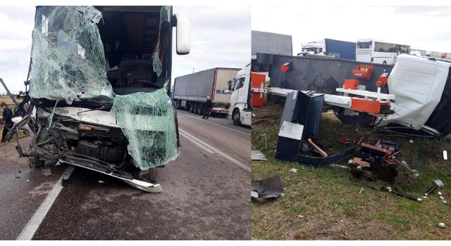 Bulgar turistlerin otobüsü ile kamyonet çarpıştı: 4 yaralı