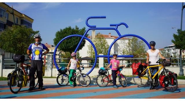 İsviçreli aile, Lozan'dan Kırklareli'ne bisikletle geldi