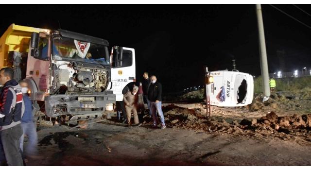 Tekirdağ'da işçilerin taşındığı midibüs ile hafriyat kamyonu çarpıştı: 1 ölü, 14 yaralı