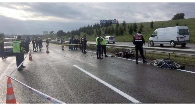 Trafiğe kapalı yolda otomobil motosikletle çarpıştı: 1 ölü,1 yaralı