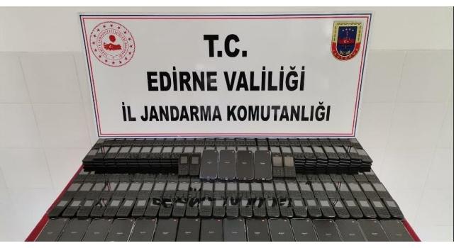 Edirne'de kaçak cep telefonu, içki, parfüm ve domuz eti ele geçirildi