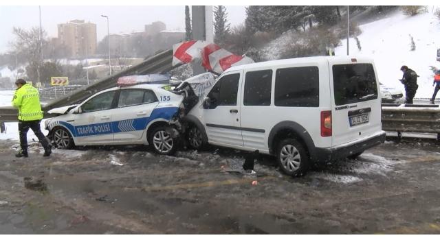 Sivil polis aracı, trafik polisi aracına çarptı: 3 polis yaralandı