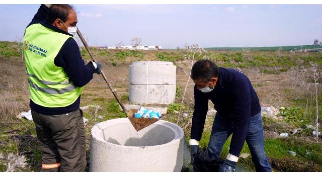 Tıkanan kanalizasyon bacasından yüzlerce dolu ayran kutusu çıktı