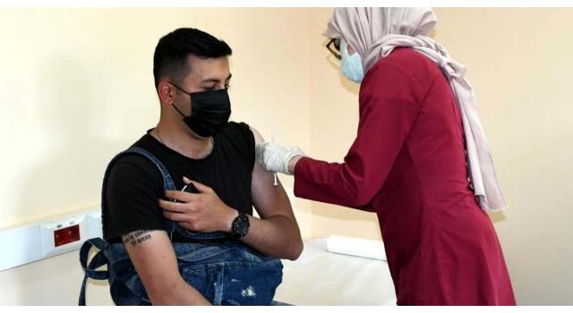 Doç. Dr. Altıntaş: Aşı oldum rehavetine kapılıp, maskeyi çıkarmayın