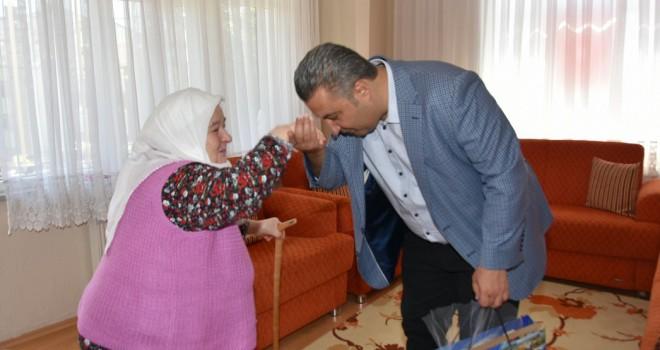 Anneler Günü'nde Şehit Annelerini Ziyaret Etti