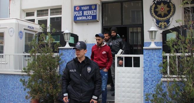 TIR Dorsesinde 10 Kaçak Yakalandı