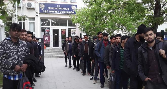 Keşan'da 23 Göçmen Yakalandı