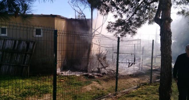 Halı Saha'da Çıkan Yangın Korkuttu