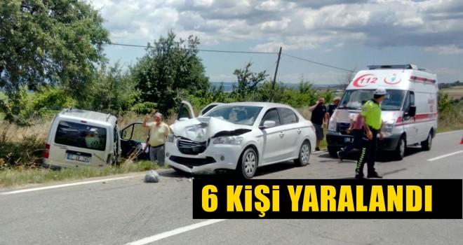 Hafif Ticari Araç ile Otomobil Çarpıştı; 6 Yaralı
