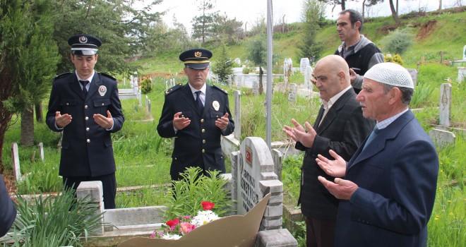 Şehit Polis Elmalı Köyündeki Mezarı Başında Anıldı
