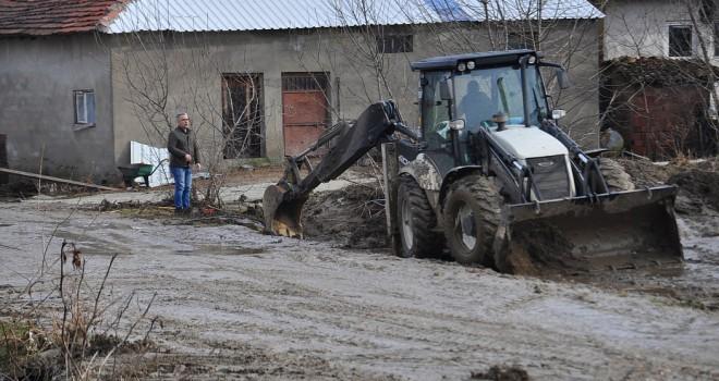 Şiddetli Yağış Sonrası Temizlik Çalışması Yapıldı