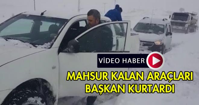 Karda Mahsur Kalanların İmdadına Belediye Başkanı yetişti | VİDEO HABER