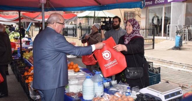 Başkan Albayrak'tan Vatandaşa Bez Çanta