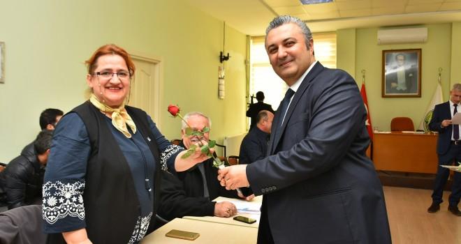Başkan Yurdakul'dan, Belediye Meclis Üyelerine Çiçek