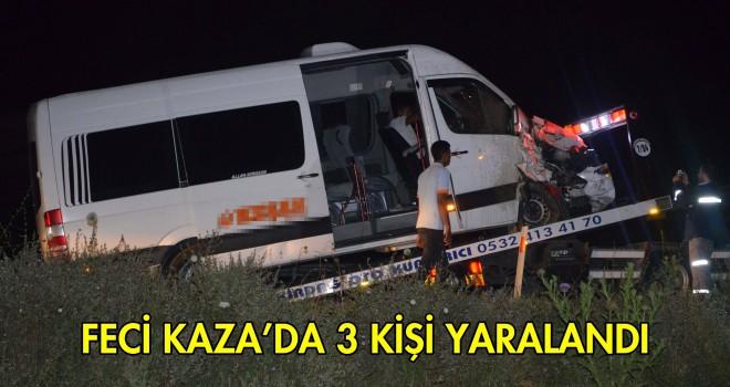 Yolcu Minibüsü İle Kepçe Çarpıştı