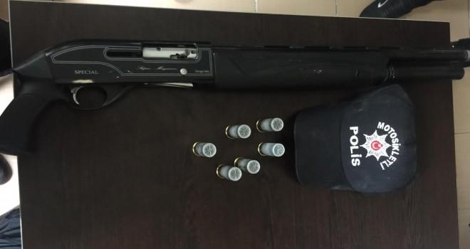 Durdurulan Araçta Pompalı Tüfek Ele Geçirildi
