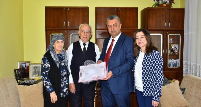 Belediye Başkanı Ulaş Yurdakul'dan Yaşlılar Haftasında Anlamlı Ziyaret
