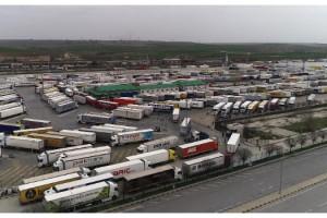 Bulgaristan'da Türk TIR'ları kilometrelerce kuyruk oluşturdu