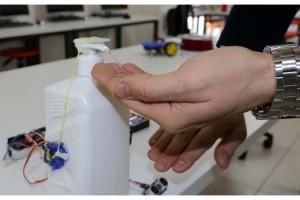 Öğrencilerin tasarladığı 'sensörlü dezenfektan' cihazı ilgi gördü