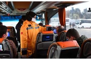 Polis ile jandarmadan izin belgesi kontrolü ve maske uyarısı
