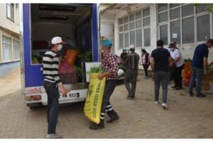 Koronavirüs vakaları görülen köydeki ürünleri belediye ve STK'lar satın aldı