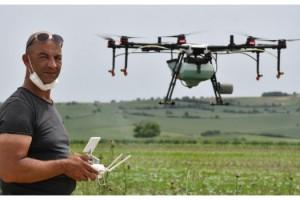 Tarlalar drone ile ilaçlanıyor
