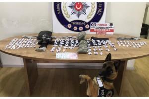Narkotik köpeği 'Kiraz', su saati kutusu içinde uyuşturucu buldu