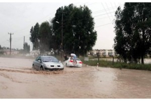Pınarhisar'da sel; yol kapandı, araçlar mahsur kaldı