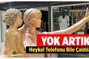 Selfie yapan kadın heykelinin elindeki telefon çalındı
