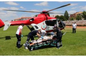 Ambulans helikopter, vurgun yiyen genç için havalandı