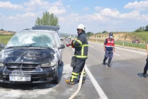 Malkara'da seyir halindeki araç alev aldı
