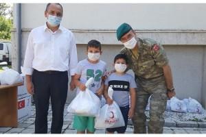 Mehmetçik'ten Kosovalı ihtiyaç sahibi halka yardım eli