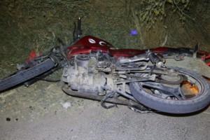 Otomobili ile motosikletine çarptığı husumetlisini öldürdü