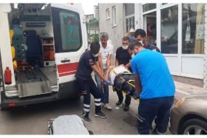 Otomobilin çarptığı 2 yaya yaralandı, sürücü kaçtı