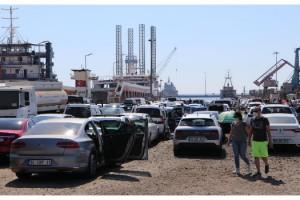 Tekirdağ'da, feribot iskelesinde araç yoğunluğu