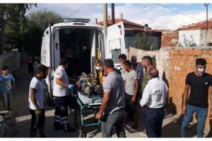 Ambulansın yaralıya ulaşması için kepçeyle yol açıldı