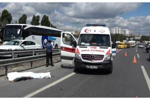 Sultangazi feci kaza; TEM'de bariyerlere çarpan motosikletli öldü