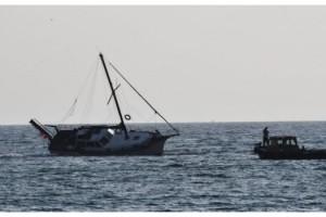 Tekirdağ'da yat kayalıklara çarptı; 2 kişi kurtarıldı