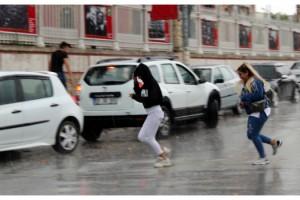 Edirne'de beklenen yağmur başladı