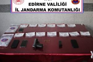 Jandarmanın durdurduğu araçta uyuşturucu ve silah bulundu