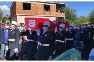 Kalp krizi sonucu ölen polis memuru, toprağa verildi
