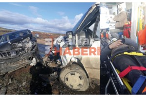 Malkara'da Minibüs ile Kamyonet Çarpıştı; 4 Yaralı