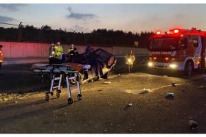 Otomobil beton bariyere çarpıp takla attı; 1 ölü